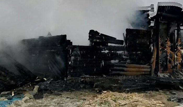 На острове Ольхон на Байкале сгорела турбаза, два человека погибли