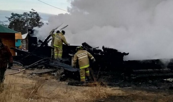 По факту крупного пожара в Хужире Ольхонского района возбуждено уголовное дело