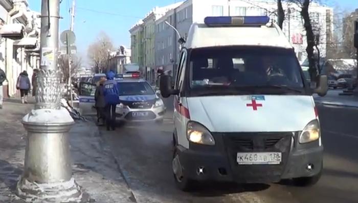 В центре Иркутска полицейский спас мальчика от агрессивных собак