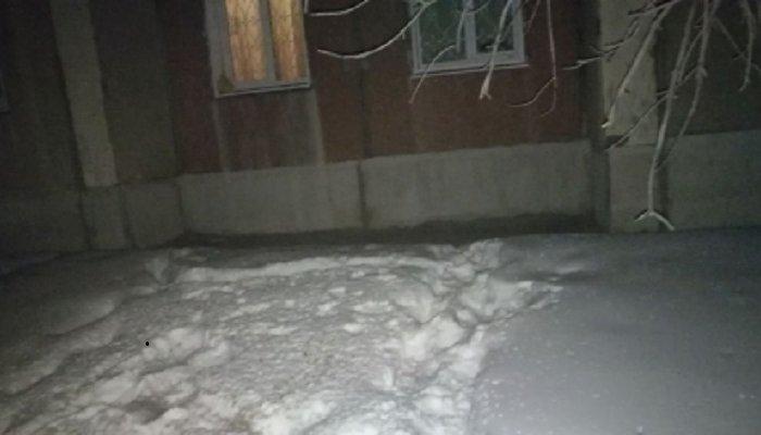 В Ангарске с балкона 7-го этажа выпала 17-летняя девушка
