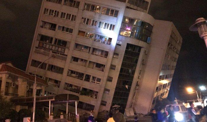 При землетрясении на Тайване пострадали более 200 человек