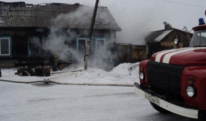 В Нижнеудинске при пожаре в деревянном жилом доме погибли три человека