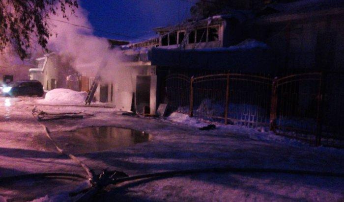 В центре Иркутска горело двухэтажное административное здание