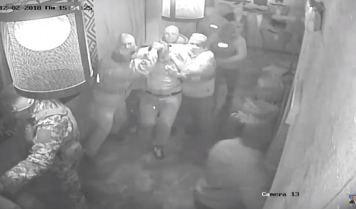 «Били в лицо и угрожали выстрелить»: В Сети появилось видео задержания Саакашвили