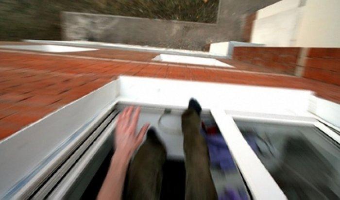 ВПриморье подросток сломал ноги, убегая через окно ототца подруги