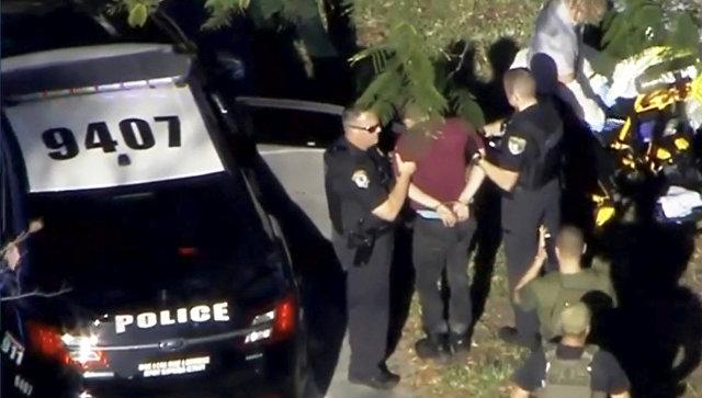 ВоФлориде бывший ученик местной школы убил 17человек