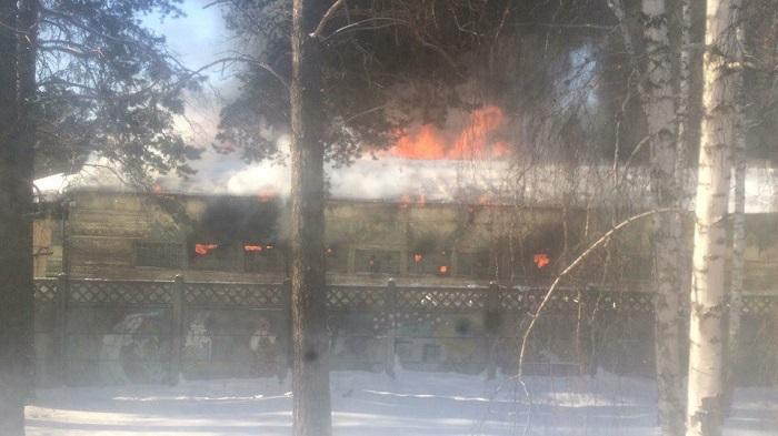 ВАнгарске горели заброшенные склады вблизи воинской части в219-м квартале (Видео)