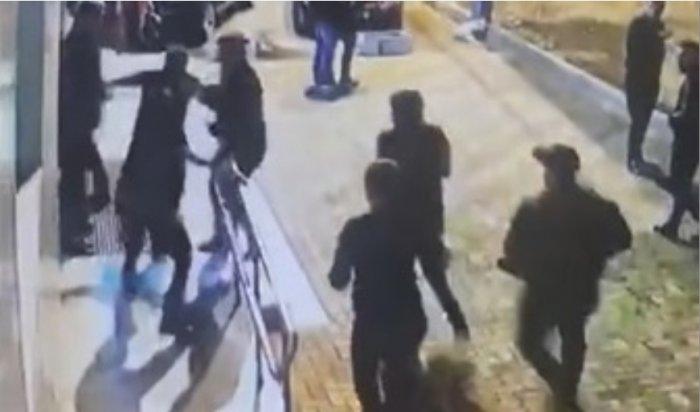 В ночном клубе в Туапсе в ходе драки зарезали посетителя
