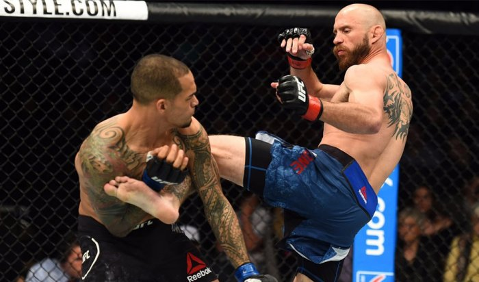 Серроне нокаутировал Медейроса на турнире UFC Fight Night 126