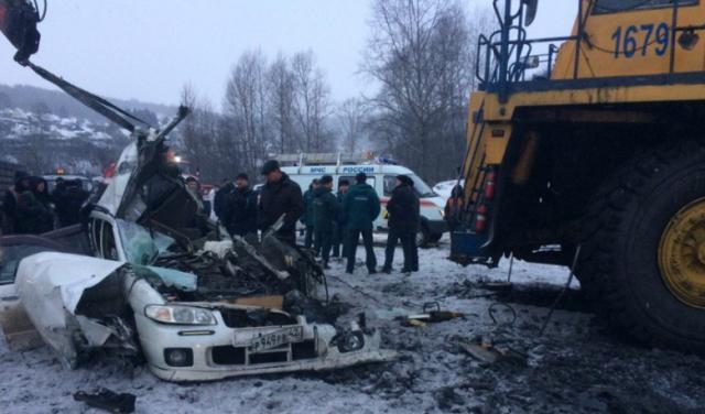 ВНовокузнецке «БелАЗ» протаранил иномарку, двое погибли