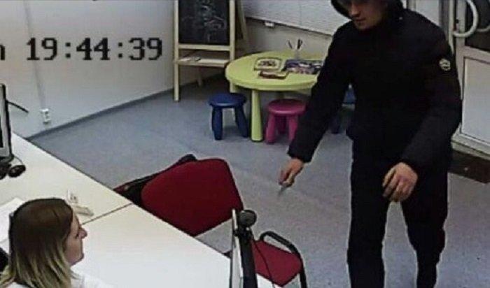 Вмикрорайоне Ново-Ленино вооруженный мужчина ограбил офис быстрых займов