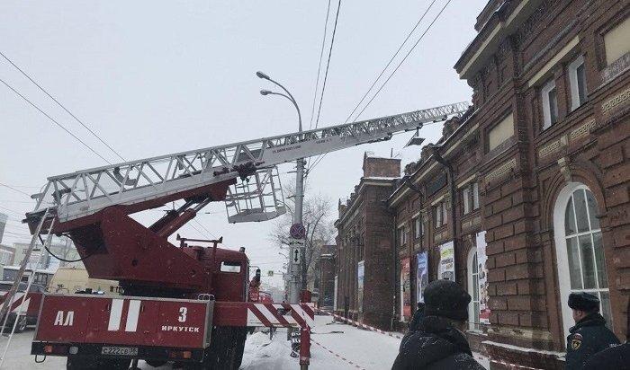Вкоридоре ТЮЗа вИркутске загорелся потолок 21февраля