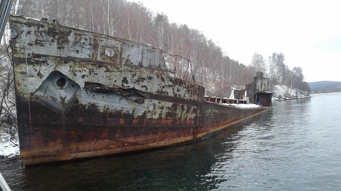 НаИркутском водохранилище обнаружили заброшенное нефтеналивное судно