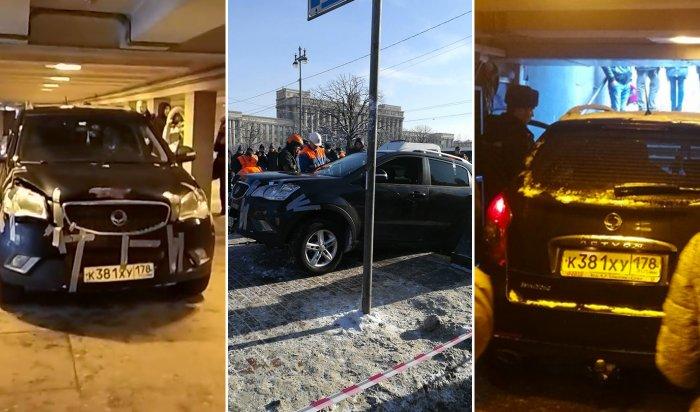 Въехавший вподземный переход вПетербурге водитель хотел проверить внедорожник