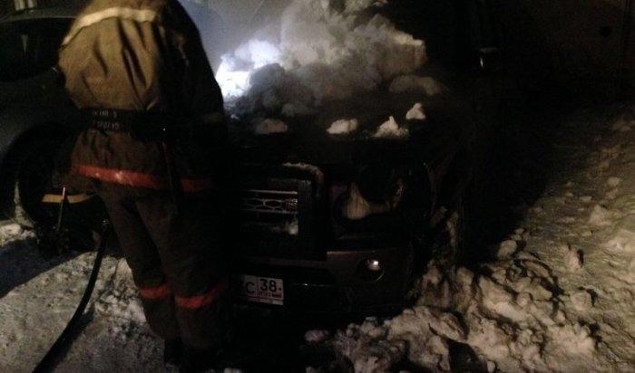 В Иркутске горел автомобиль Land Rover Discovery IV