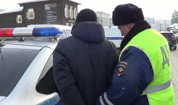 ВИркутске наулице 3-гоИюля задержан мужчина, угнавший «Тойоту»