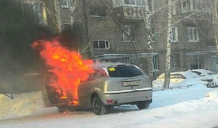 В Ангарске сгорел автомобиль Ford Focus