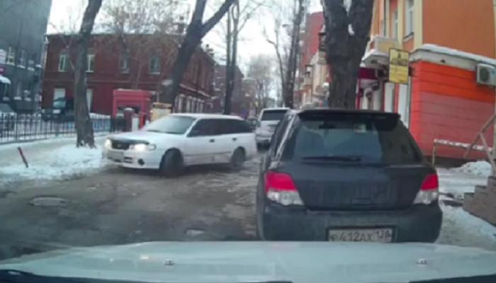 В Иркутске водителя привлекли к ответственности за езду по «встречке» (Видео)