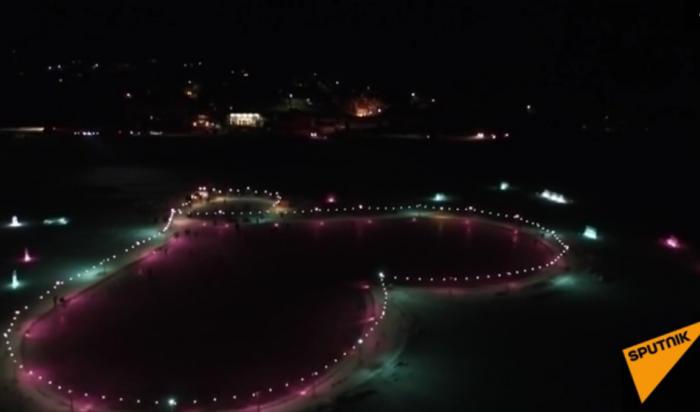 На Байкале появился огромный каток в форме сердца (Видео)