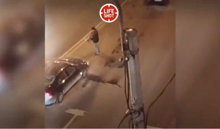 Петербуржец почти в упор расстрелял машину с пассажирами