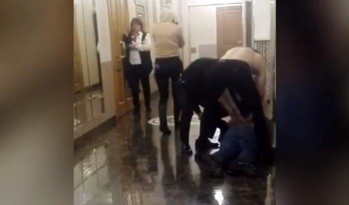 В Хабаровске вооружённый мужчина попытался сорвать концерт Бузовой
