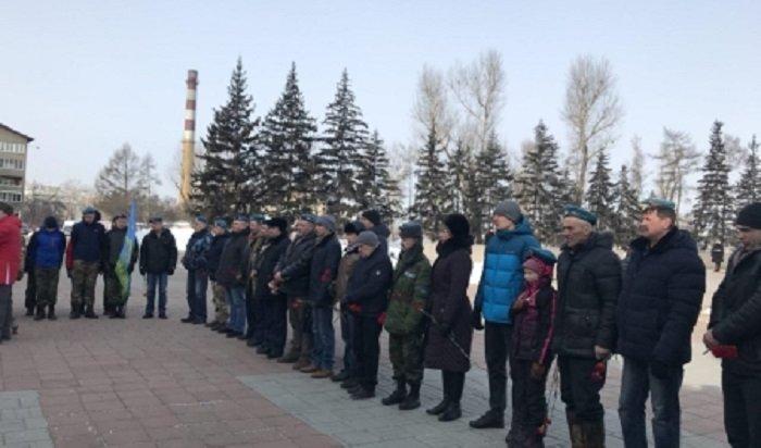 В Иркутске прошел митинг, посвященный погибшим в Чечне десантникам