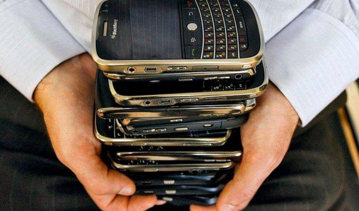 В Усолье-Сибирском вор украл в торговом центре 13 мобильных телефонов