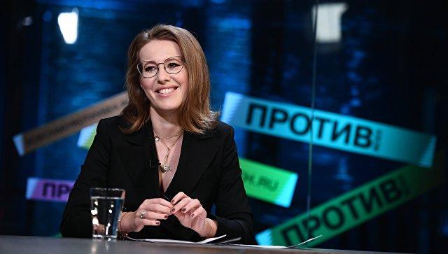 Ксению Собчак облили водой в Петровском путевом дворце