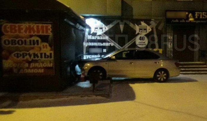 В Черемхово пьяная автоледи врезалась в продуктовый павильон
