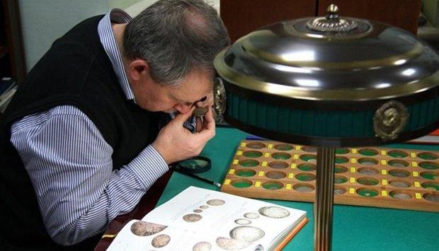 ВУсолье-Сибирском аферист украл у коллекционера серебряные монеты