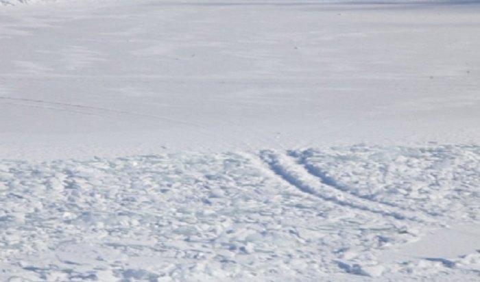 На Братском водохранилище под лед провалился «КамАЗ» вместе с водителем