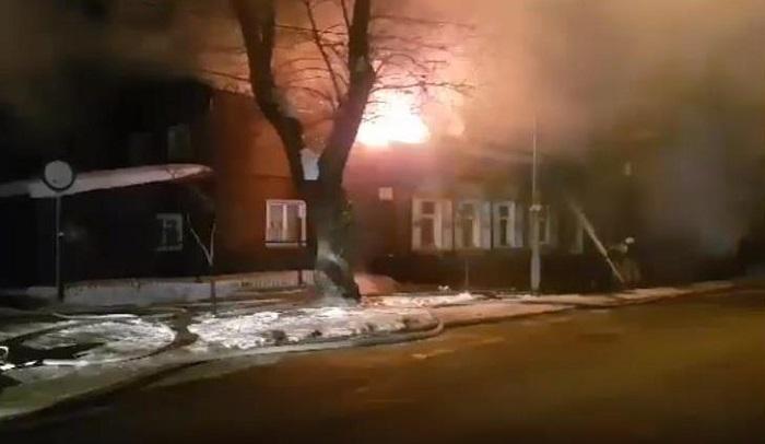 Двух человек спасли напожаре наулице Марата вИркутске 7марта