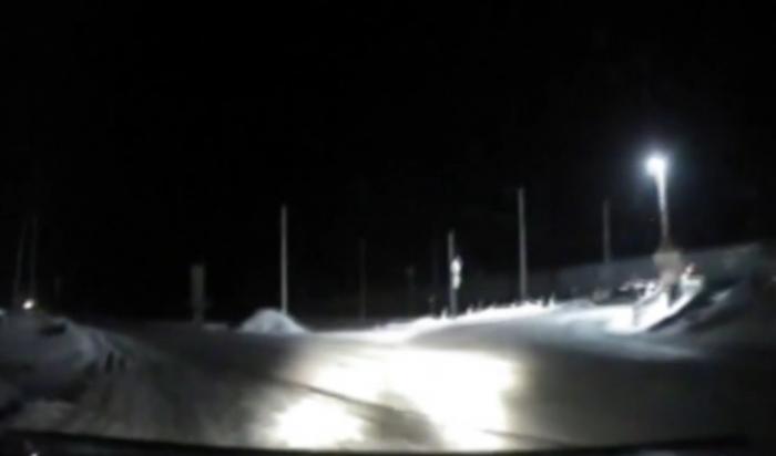 В Черемхово пьяный водитель автомобиля пытался спрятаться от полицейских, зарывшись в снегу (Видео)