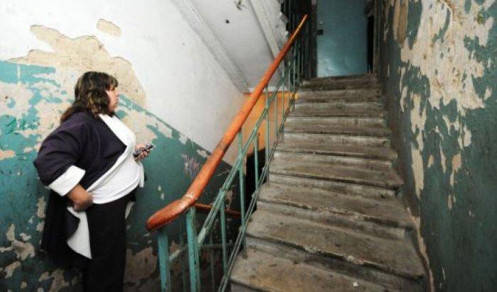 В Ленобласти погиб катавшийся по перилам школьник