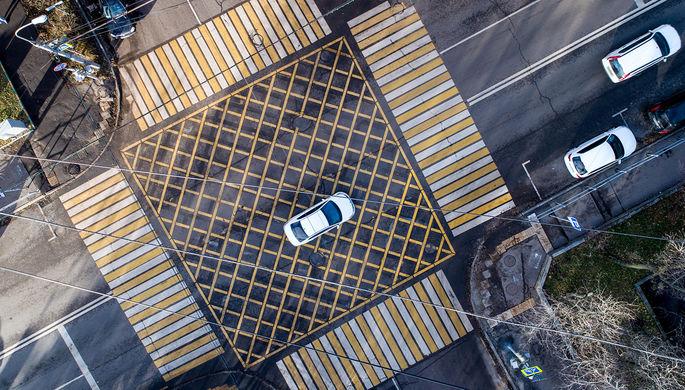На дорогах в России появится новая желтая и синяя разметка