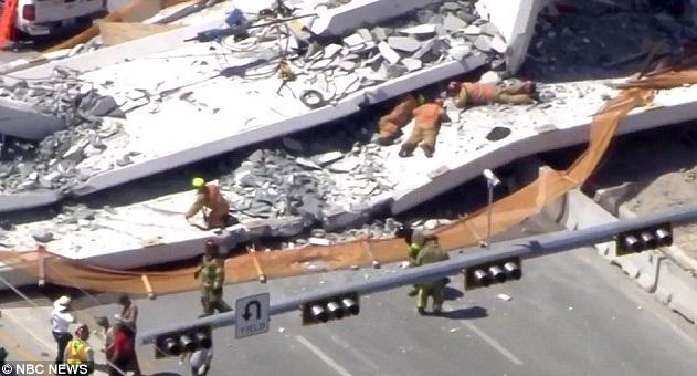 В Майами при обрушении пешеходного моста погибли люди