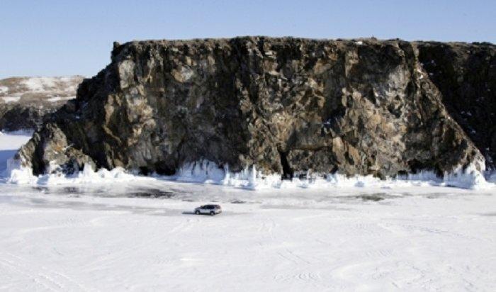 В Иркутской области в выходные задержаны водители, выехавшие на лед вне переправ