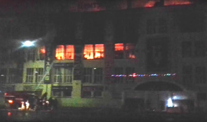 ВАнгарске загорелось здание ТЦ«Центр» (Видео)