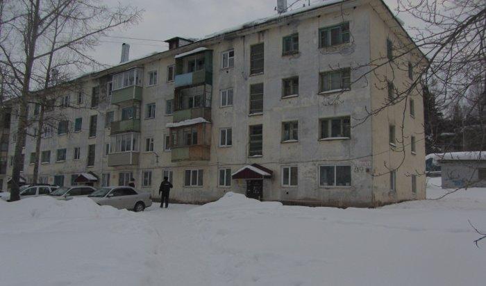 В Нижнеилимском районе на школьника упала глыба снега