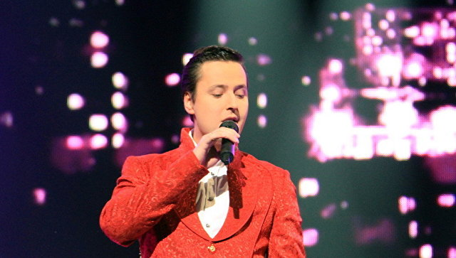 Певца Витаса отвезли в полицию после стрельбы в загородном доме