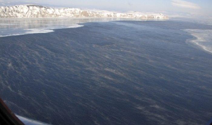 На Байкале все больше осложняется ледовая обстановка