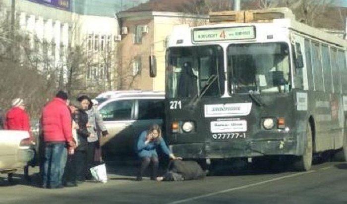 В Иркутске водитель троллейбуса сбил пожилого мужчину
