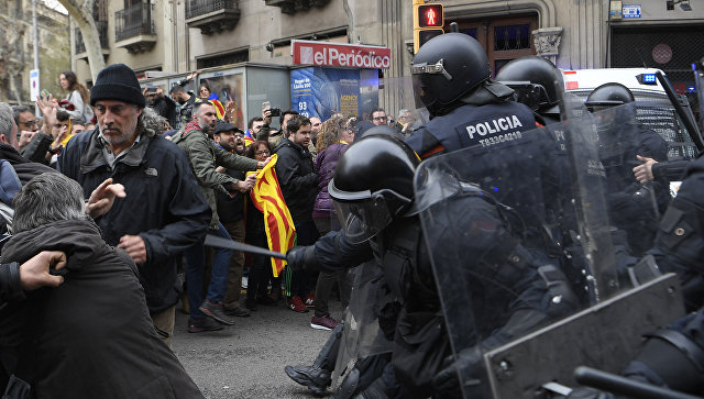 В Каталонии во время акций протеста пострадали более 50 человек