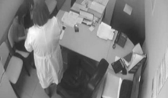 Главного врача перинатального центра Красноярска заподозрили во взятке