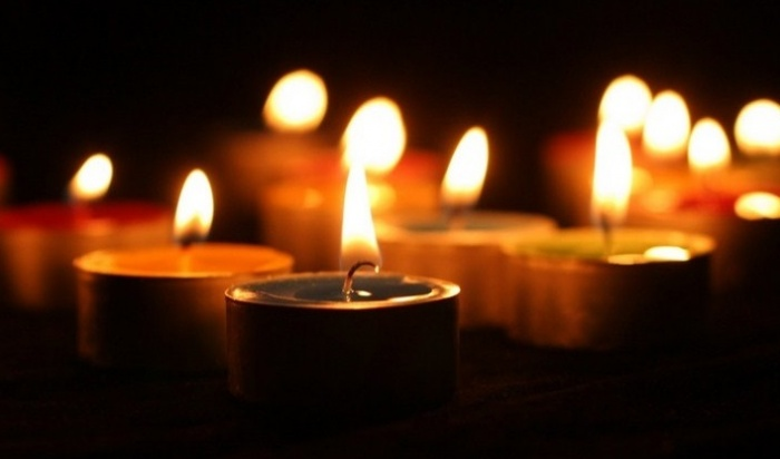 ВАнгарске сгорел стихийный мемориалпогибшим напожаре вТЦ«Зимняя вишня»