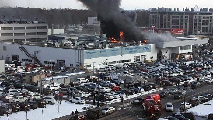 В Санкт-Петербурге горел автомобильный салон Нyundai (Видео)
