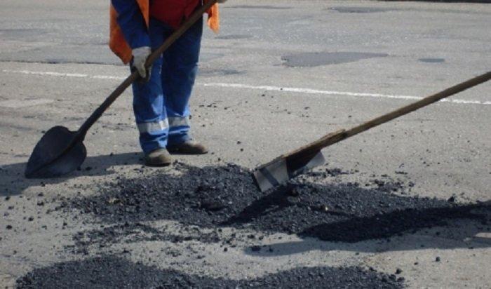 Отжителей Иркутска поступило около 200заявок наямочный ремонт дорог