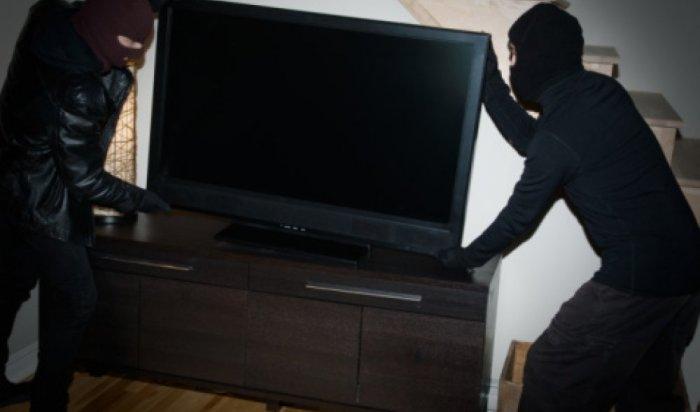 В садоводстве Усолья-Сибирского мужчина запер двух воров в доме