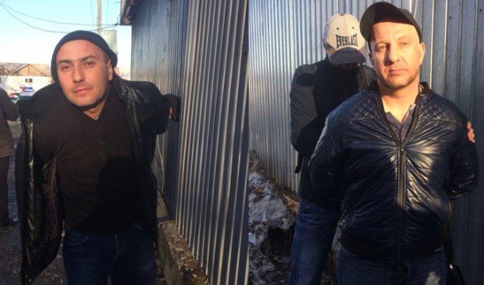 В Иркутске на остановке с поличным задержали двух карманников