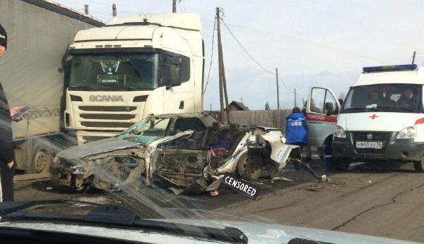 При столкновении иномарки и фуры в Вихоревке погибли три человека